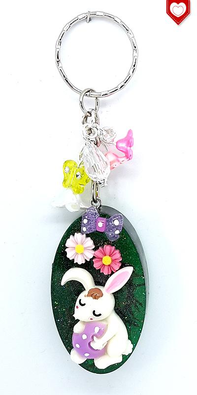 Osterhase mit lila Ei Anhänger